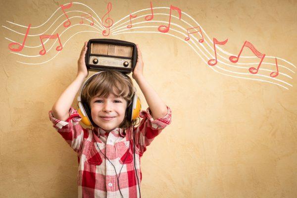 بررسی کارکرد رادیو در جذب مخاطب کودک