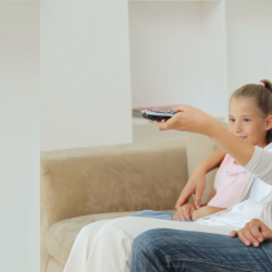 مزایای تماشای فیلم و تلویزیون با کودکان