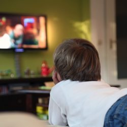 نقش برنامههای تلویزیون در رفتار کودکان ۶-۱۰سال
